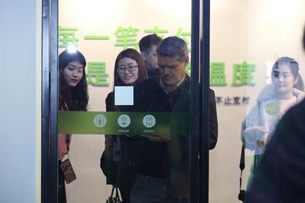Nối gót Amazon Go, Wechat mở cửa hàng tiện lợi tự phục vụ đầu tiên ở Thượng Hải - Ảnh 3.