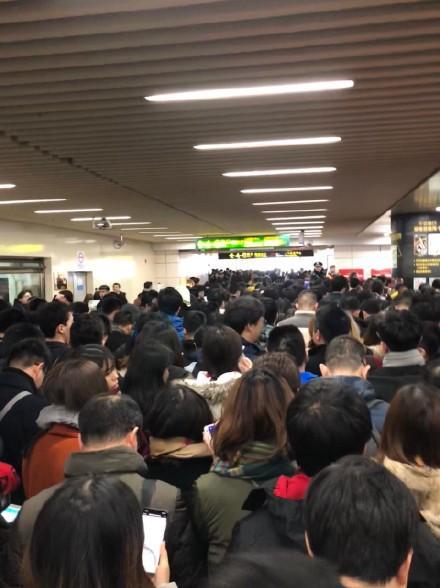 Trung Quốc chính thức triển khai cổng soát vé tàu tự động bằng QR code tại Thượng Hải - Ảnh 3.