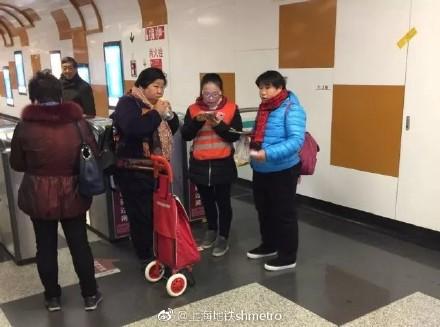 Trung Quốc chính thức triển khai cổng soát vé tàu tự động bằng QR code tại Thượng Hải - Ảnh 4.