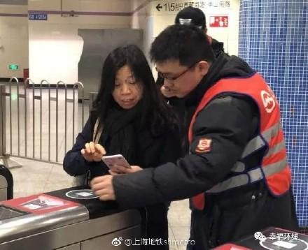 Trung Quốc chính thức triển khai cổng soát vé tàu tự động bằng QR code tại Thượng Hải - Ảnh 5.