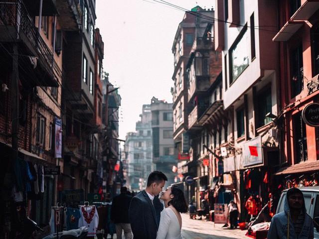 Bộ ảnh cưới không bình thường chút nào ở Nepal của cựu CEO Uber Việt Nam - Ảnh 4.