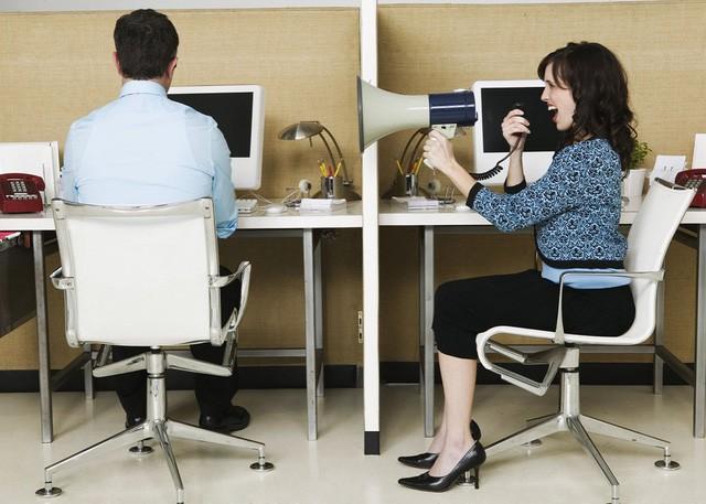 Cảm thấy khốn khổ vì công việc? Bạn có thể là nạn nhân của kiểu thiết kế văn phòng này - Ảnh 4.