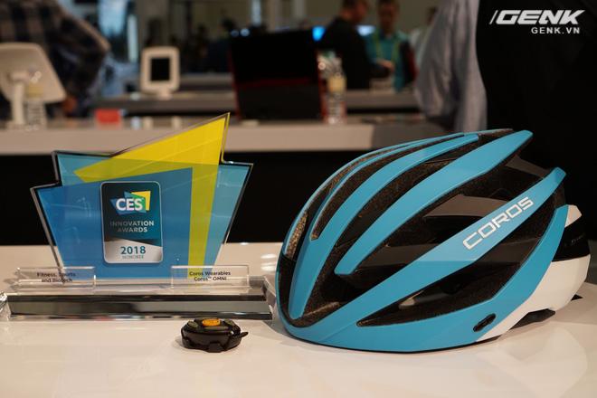 Sản phẩm mũ bảo hiểm thông minh Omni của Coros đã giành giải thưởng sáng tạo tại CES 2018.