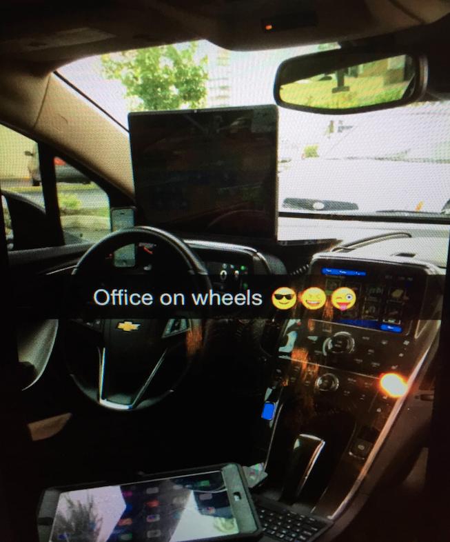 Văn phòng trên xe của Ziyaee