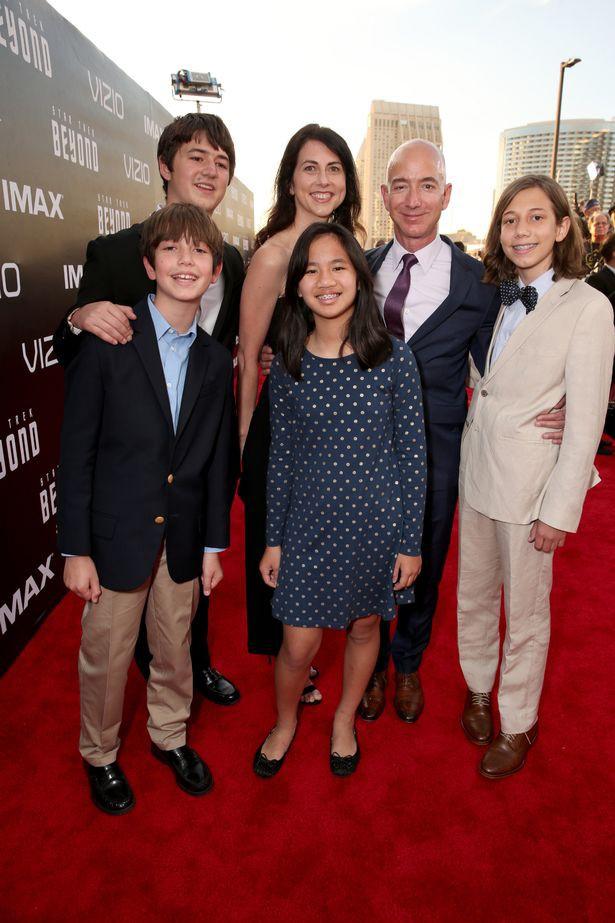 Đằng sau cuộc tình rửa bát cho vợ 25 năm vẫn ly hôn của tỷ phú giàu nhất thế giới Jeff Bezos - Ảnh 20.