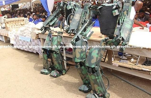 Ghana ra mắt một loạt nguyên mẫu thiết bị quân sự kỳ lạ, từ xe tăng đi bộ cho tới khung xương trợ lực - Ảnh 3.