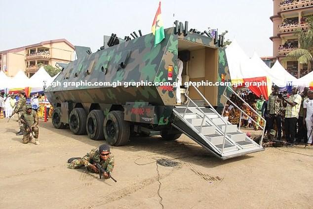 Ghana ra mắt một loạt nguyên mẫu thiết bị quân sự kỳ lạ, từ xe tăng đi bộ cho tới khung xương trợ lực - Ảnh 5.