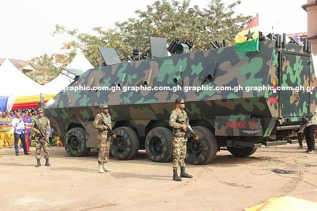 Ghana ra mắt một loạt nguyên mẫu thiết bị quân sự kỳ lạ, từ xe tăng đi bộ cho tới khung xương trợ lực - Ảnh 6.