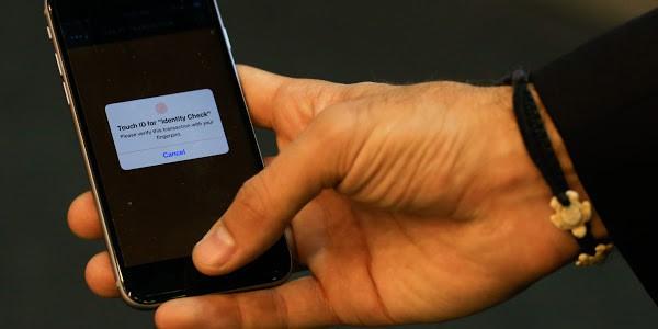 Từ ngày hôm nay, cảnh sát không được phép bắt nghi phạm mở khóa smartphone bằng dấu vân tay hoặc nhận diện khuôn mặt - Ảnh 1.