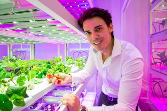Nhờ một bài đăng trên Facebook, nhân viên ngân hàng này sở hữu start-up nông nghiệp trị giá hàng triệu USD - Ảnh 1.