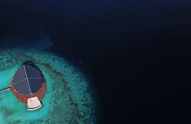 Tham quan khu nghỉ dưỡng xa hoa trên đảo nhân tạo với hệ thống pin Mặt Trời ngay trên mái nhà tại Maldives - Ảnh 5.