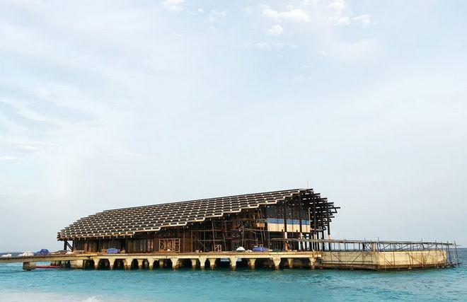Tham quan khu nghỉ dưỡng xa hoa trên đảo nhân tạo với hệ thống pin Mặt Trời ngay trên mái nhà tại Maldives - Ảnh 6.