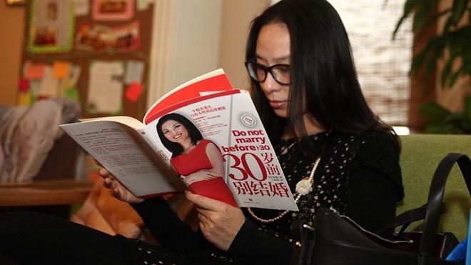 Công ty Trung Quốc cho nhân viên nữ ế bền vững nghỉ Tết thêm 8 ngày để tìm người yêu - Ảnh 1.