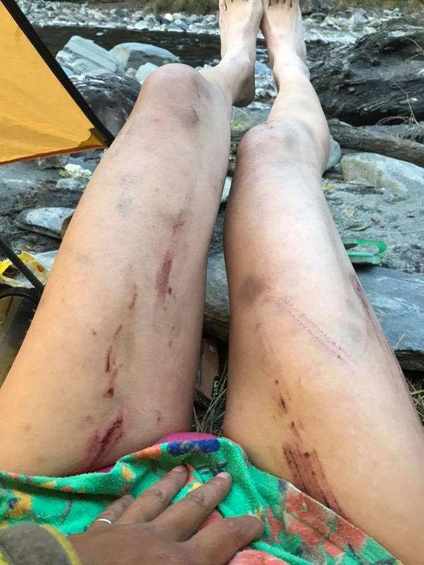 Cô gái nổi danh nữ hoàng bikini leo núi đã chết cóng vì lạnh - Ảnh 2.