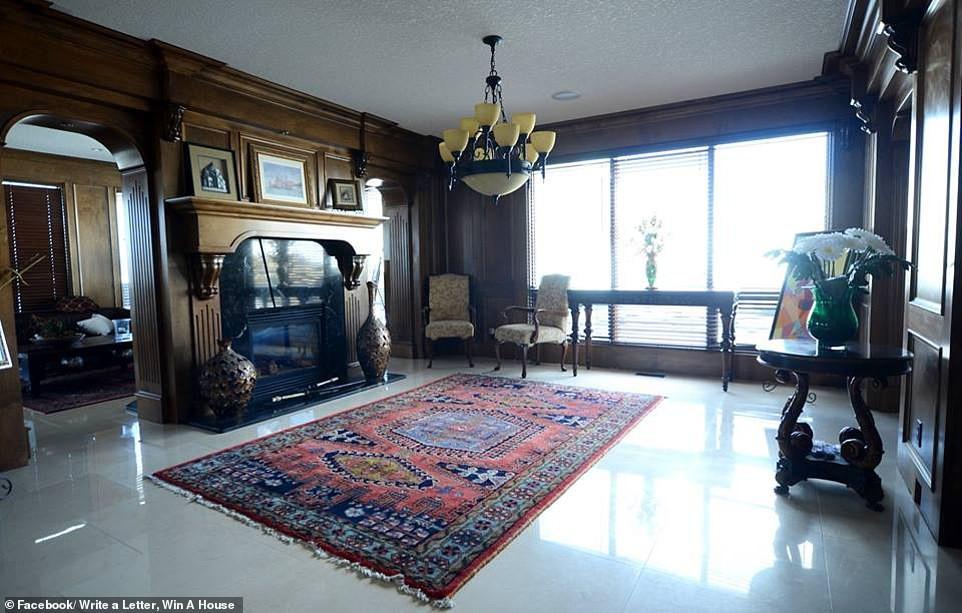 Không thể bán dinh thự 30 tỷ, bà chủ Canada quyết định tặng nhà cho người văn hay chữ tốt - Ảnh 2.