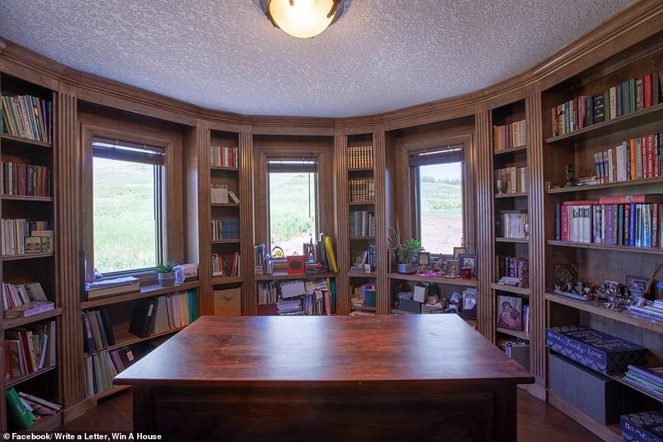 Không thể bán dinh thự 30 tỷ, bà chủ Canada quyết định tặng nhà cho người văn hay chữ tốt - Ảnh 7.