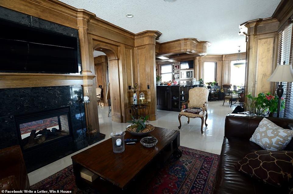 Không thể bán dinh thự 30 tỷ, bà chủ Canada quyết định tặng nhà cho người văn hay chữ tốt - Ảnh 8.