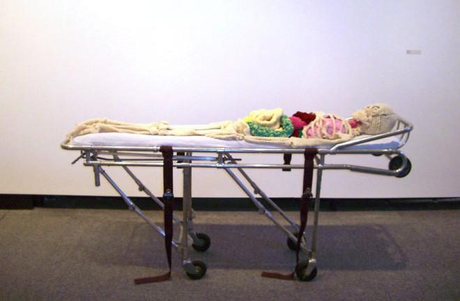 Cô nàng rảnh rỗi đan nguyên một bộ xương bằng len, có đủ cả lục phủ ngũ tạng và… một bữa ăn đang tiêu hóa dở - Ảnh 14.