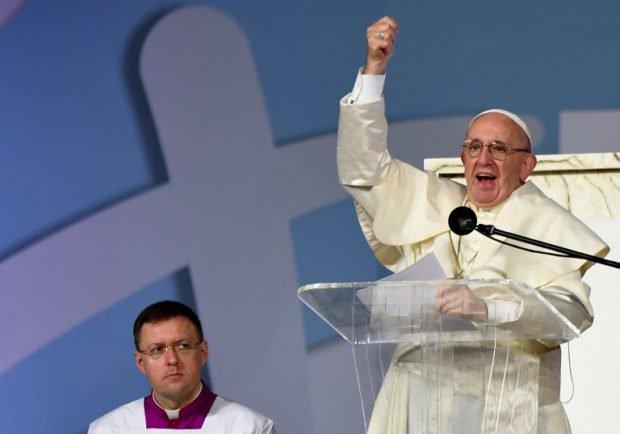 Giáo hoàng Francis kêu gọi người trẻ ngưng sống ảo - Ảnh 1.