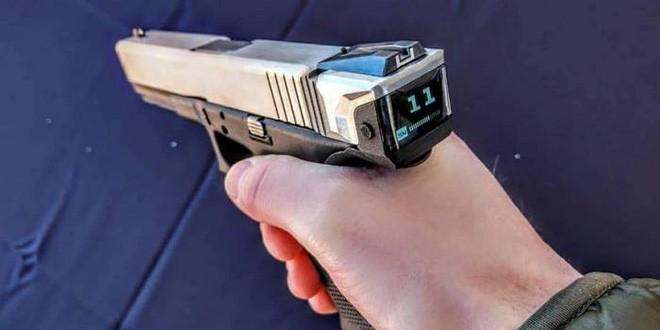 Hộp khóa nòng thông minh đầu tiên trên thế giới với màn hình hiển thị số đạn trong súng - Ảnh 1.