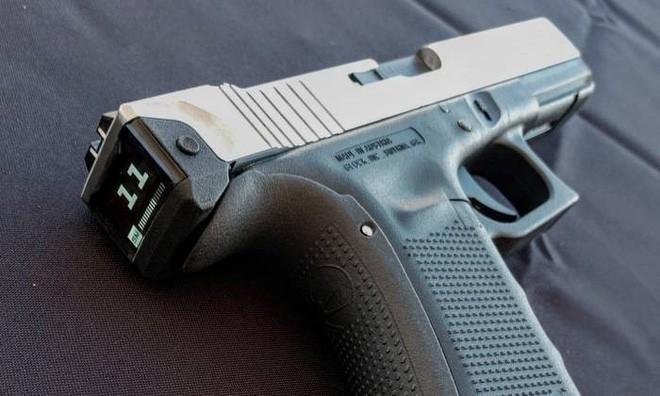 Hộp khóa nòng thông minh đầu tiên trên thế giới với màn hình hiển thị số đạn trong súng - Ảnh 2.