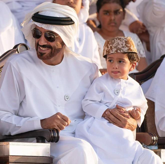 Hoàng tử UAE mua sạch vé, không cho dân Qatar vào xem bán kết Asian Cup quyền lực đến mức nào? - Ảnh 9.