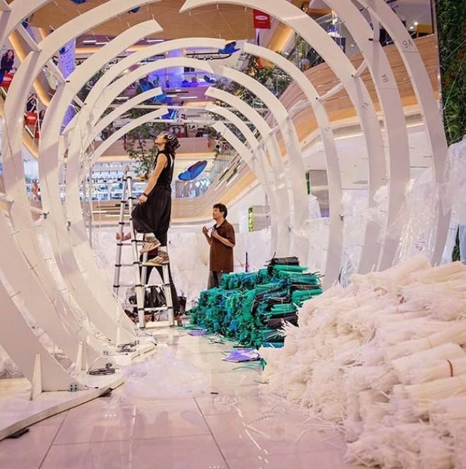 Ngắm tác phẩm ấn tượng tạo nên từ 168 ngàn ống hút nhựa tại TP. Hồ Chí Minh - Ảnh 4.