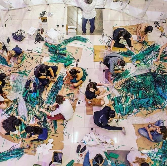 Ngắm tác phẩm ấn tượng tạo nên từ 168 ngàn ống hút nhựa tại TP. Hồ Chí Minh - Ảnh 3.