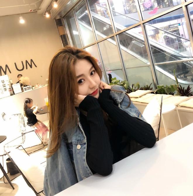 Lỡ tay tắt nhầm filter làm đẹp lúc livestream, hot girl Trung Quốc mất hơn trăm ngàn lượt follow vì để lộ nhan sắc thật - Ảnh 14.