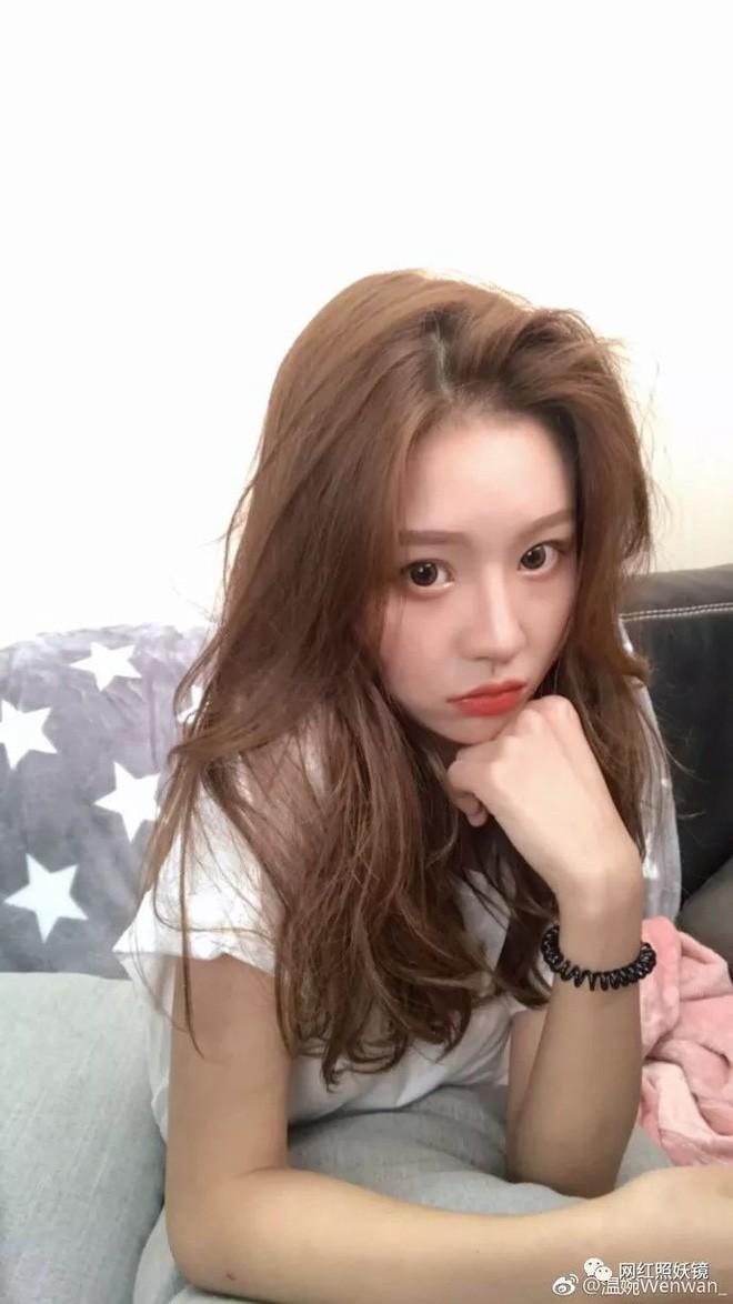 Lỡ tay tắt nhầm filter làm đẹp lúc livestream, hot girl Trung Quốc mất hơn trăm ngàn lượt follow vì để lộ nhan sắc thật - Ảnh 17.