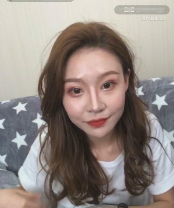 Lỡ tay tắt nhầm filter làm đẹp lúc livestream, hot girl Trung Quốc mất hơn trăm ngàn lượt follow vì để lộ nhan sắc thật - Ảnh 8.