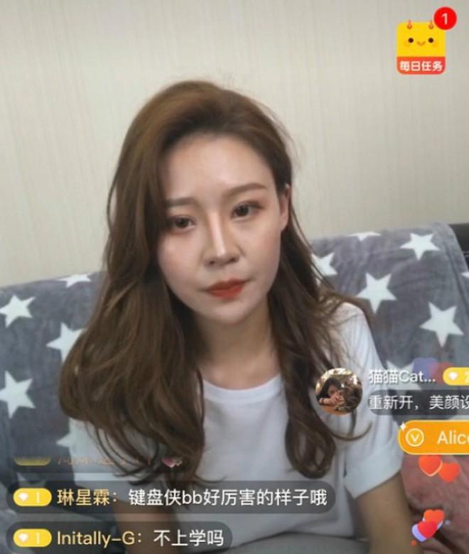 Lỡ tay tắt nhầm filter làm đẹp lúc livestream, hot girl Trung Quốc mất hơn trăm ngàn lượt follow vì để lộ nhan sắc thật - Ảnh 10.