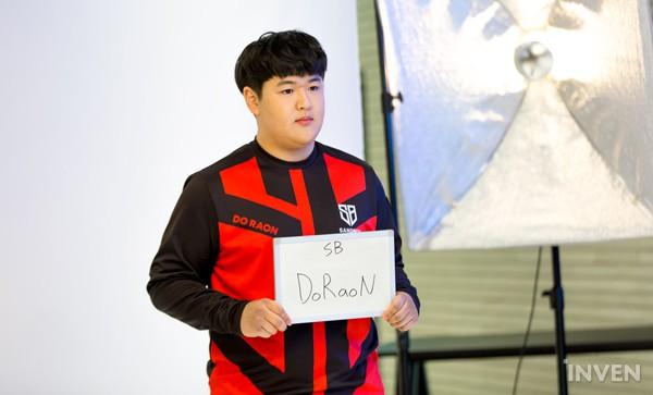 LMHT: Các tuyển thủ LCK đẹp trai đến mức nào khi bước vào LCK Mùa Xuân 2019 (Phần 1) - Ảnh 36.