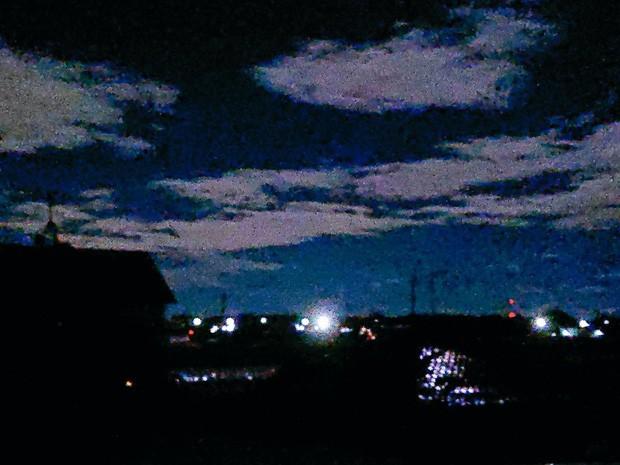 Trái ngược với bầu trời tím dự báo điềm dữ trước khi Hagibis đổ bộ, dân Nhật hứng khởi với cảnh quang đãng, trăng sáng rực khi siêu bão đi qua - Ảnh 14.