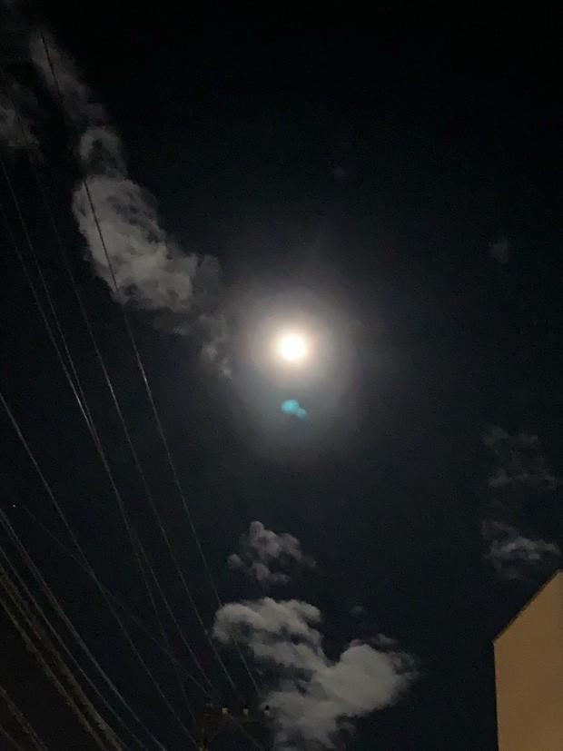 Trái ngược với bầu trời tím dự báo điềm dữ trước khi Hagibis đổ bộ, dân Nhật hứng khởi với cảnh quang đãng, trăng sáng rực khi siêu bão đi qua - Ảnh 9.
