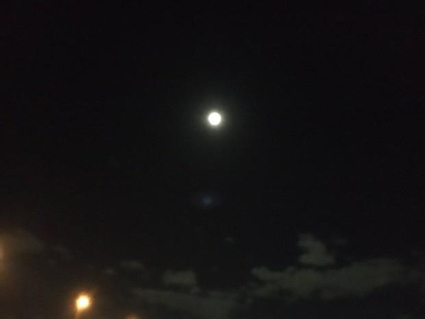 Trái ngược với bầu trời tím dự báo điềm dữ trước khi Hagibis đổ bộ, dân Nhật hứng khởi với cảnh quang đãng, trăng sáng rực khi siêu bão đi qua - Ảnh 10.