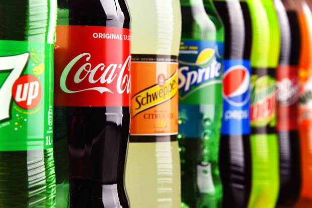 Singapore sẽ là quốc gia đầu tiên trên thế giới cấm quảng cáo đồ uống có đường - Ảnh 1.