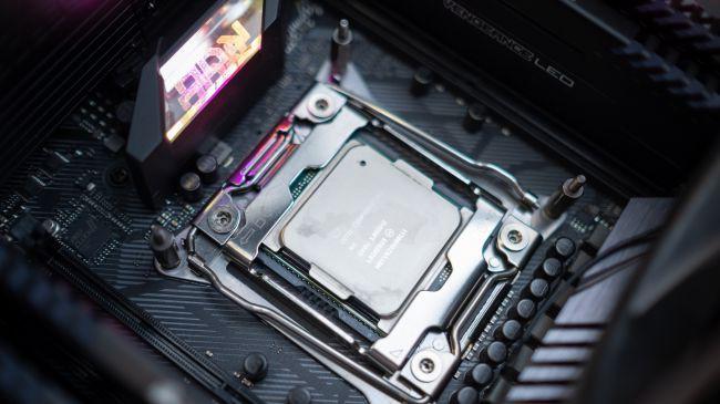 Intel sẽ đốt 3 tỷ USD, gấp 10 lần lợi nhuận cả năm của AMD để khô máu với đối thủ - Ảnh 1.