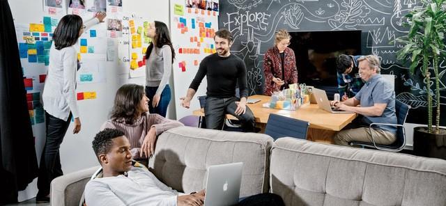 Quay lưng với hàng tỷ đô từ mạng xã hội tỷ dân để khởi nghiệp từ đầu, nhà đồng sáng lập Facebook lọt top 400 người giàu nhất nước Mỹ, sánh vai cùng Mark Zuckerberg - Ảnh 3.