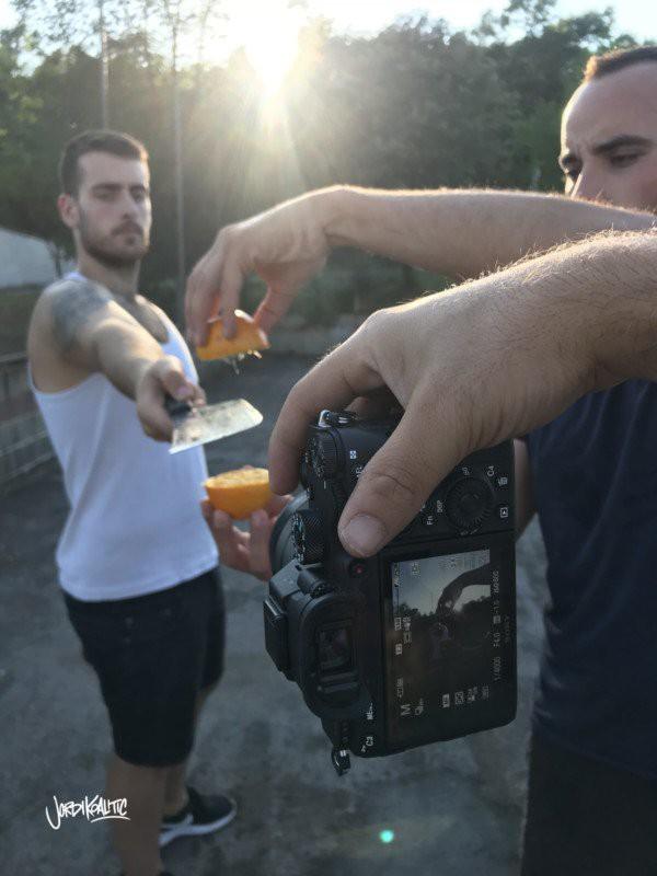 Nhiếp ảnh gia này sử dụng những mẹo nhỏ nhưng tạo được ảnh chụp độc lạ đến khó tin - Ảnh 4.