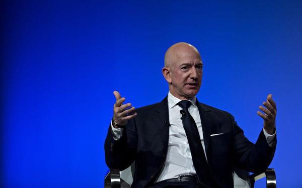 Sau 1 đêm, Jeff Bezos không còn là người giàu nhất hành tinh - Ảnh 1.
