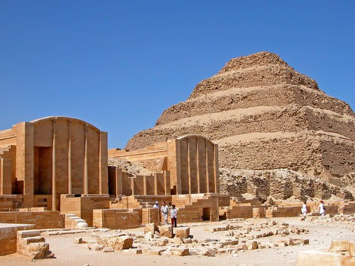 Phát hiện hàng trăm kim tự tháp cổ Ai Cập, nằm ẩn sâu ngay phía dưới lòng đất - Ảnh 1.