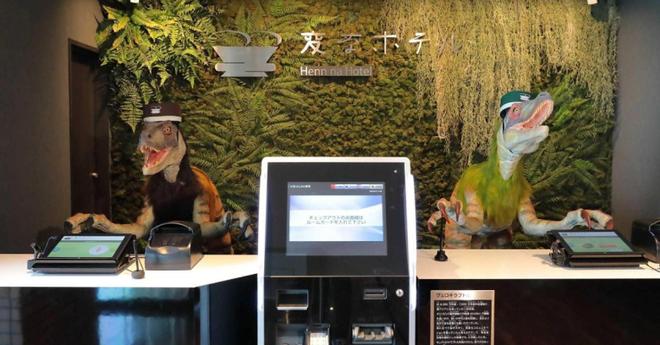 Chuỗi khách sạn nổi tiếng ở Nhật phải xin lỗi vì bị hacker chiếm quyền điều khiển robot, quay lén khách hàng - Ảnh 2.