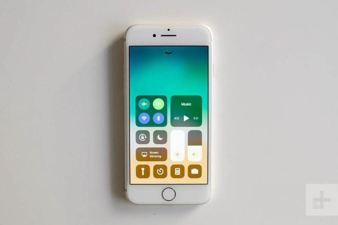 Chiếc iPhone SE 2 sắp ra mắt chắc chắn là mẫu smartphone dành cho Tổng thống Trump - Ảnh 2.