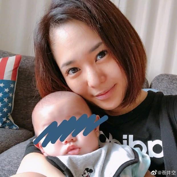 Thánh nữ JAV Aoi Sora khoe ảnh 2 quý tử siêu đáng yêu: Dù sinh đôi nhưng anh em lại có sự khác biệt rõ rệt - Ảnh 5.