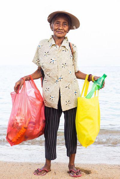 Dự án biến nhựa thành đơn vị tiền tệ, vừa giải quyết được vấn nạn rác lại tạo ra nguồn sống cho vô số người nghèo - Ảnh 2.