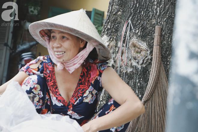 Câu chuyện kỳ lạ về tình mẫu tử của người phụ nữ bán trái cây và chú vịt biết làm nũng ở Sài Gòn - Ảnh 3.