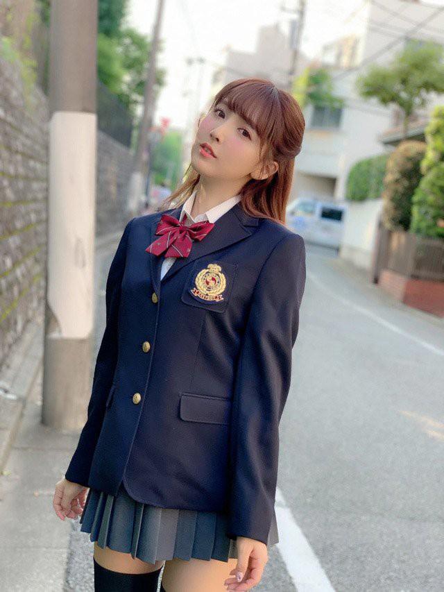 Yua Mikami - từ cô nàng hot girl trong trẻo cho tới quyết định đổi đời để trở thành thần tượng số một của dòng phim 18+ - Ảnh 4.
