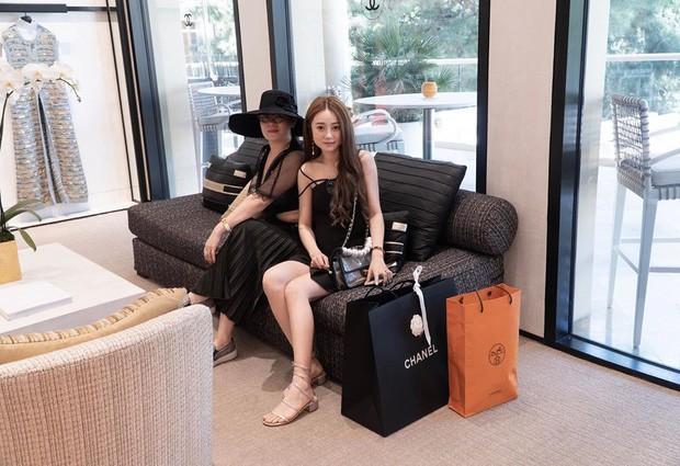 Làm Vlog kiểu rich kid Việt: Đi Las Vegas với mẹ mua sắm sương sương hết... hơn 2 tỷ 300 triệu, đồ hiệu không thiếu thứ gì - Ảnh 2.