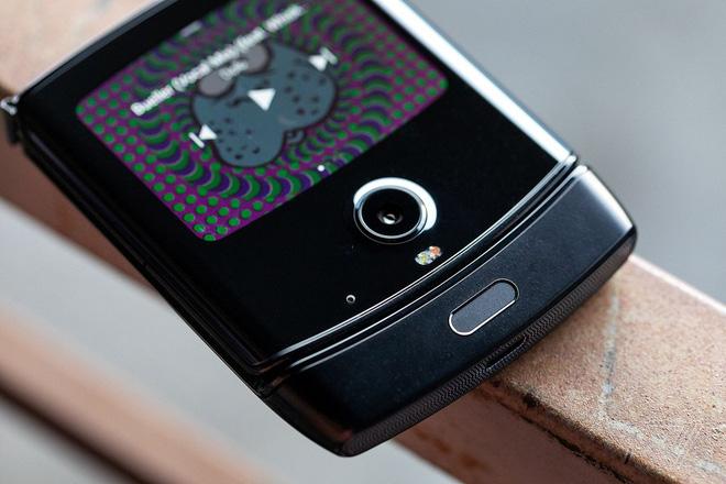 Motorola Razr chính thức được hồi sinh với hình hài của một chiếc smartphone Android màn hình gập, giá 1.500 USD - Ảnh 7.